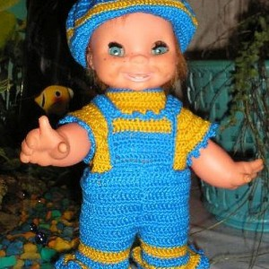 Костюм для куклы связан крючком