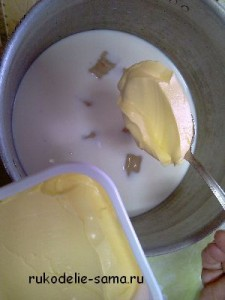 масло добавляем в тесто