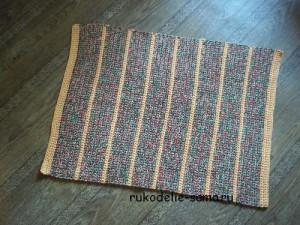 прямоугольный коврик из разноцветных ниток