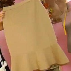 Строгая классика на современный лад: юбка-карандаш с воланом