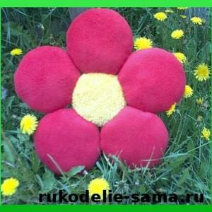 Декоративная подушка в виде цветка