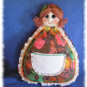 Декоративная подушка в виде куклы неваляшки