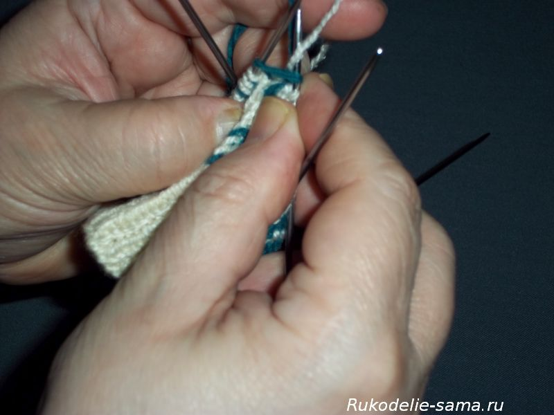 Вязание варежек узором-015