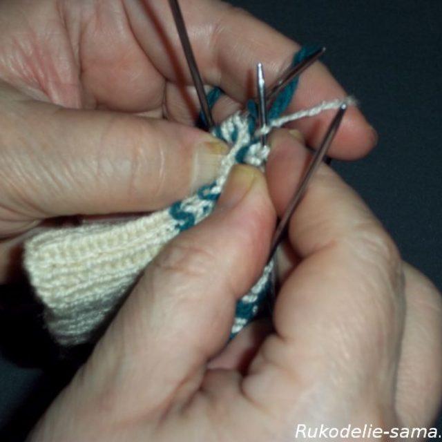 Вязание варежек узором-016