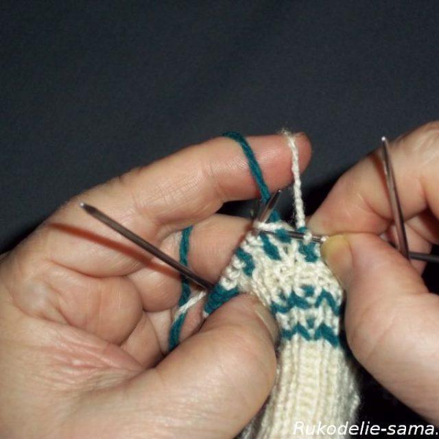 Вязание варежек узором-020
