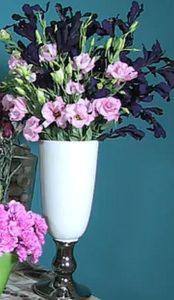 букет из высоких однотонных цветов