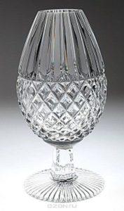 хрустальная ваза в виде рюмки